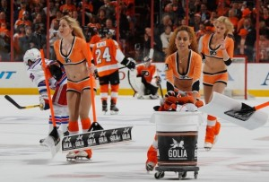 Flyers' Ice Girls | Hats of for the tour de chapeau